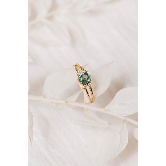 Flower ring - 18k gold, morganite and diamonds