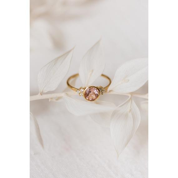 Beautiful ring - 18k gold, morganite & diamonds